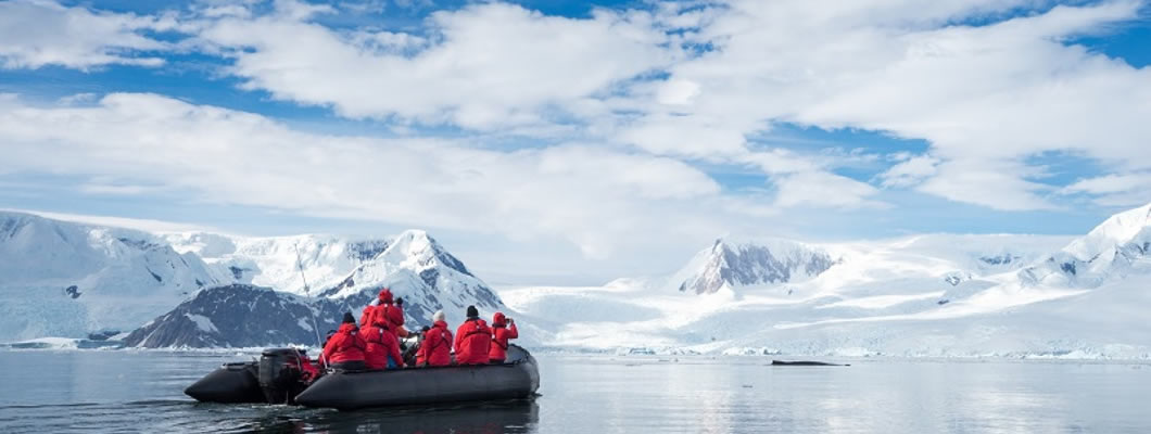 Cruise across the Antarctic Circle